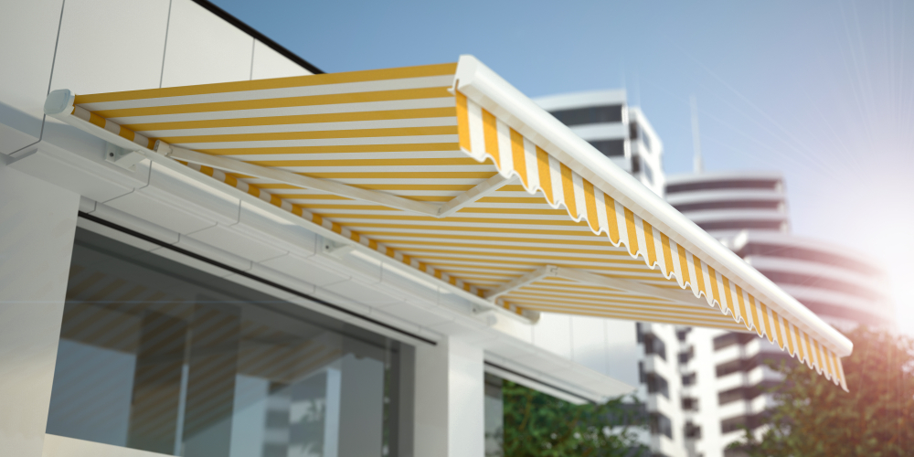 https://www.millreefsigns.co.uk/wp-content/uploads/2021/04/whats-the-difference-between-non-half-and-full-cassette-awnings.jpg